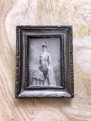 frame brooch (winifred)