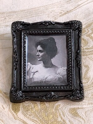 frame brooch (kaʻiulani)