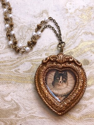 frame necklace (ruff cat)