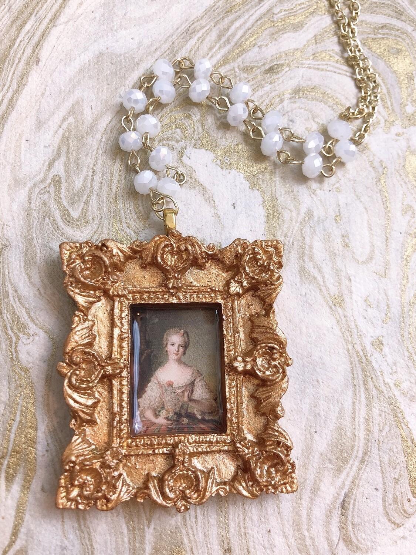 frame necklace (gathering flowers)