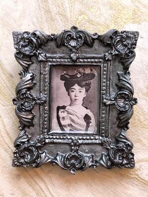 frame brooch (constance)