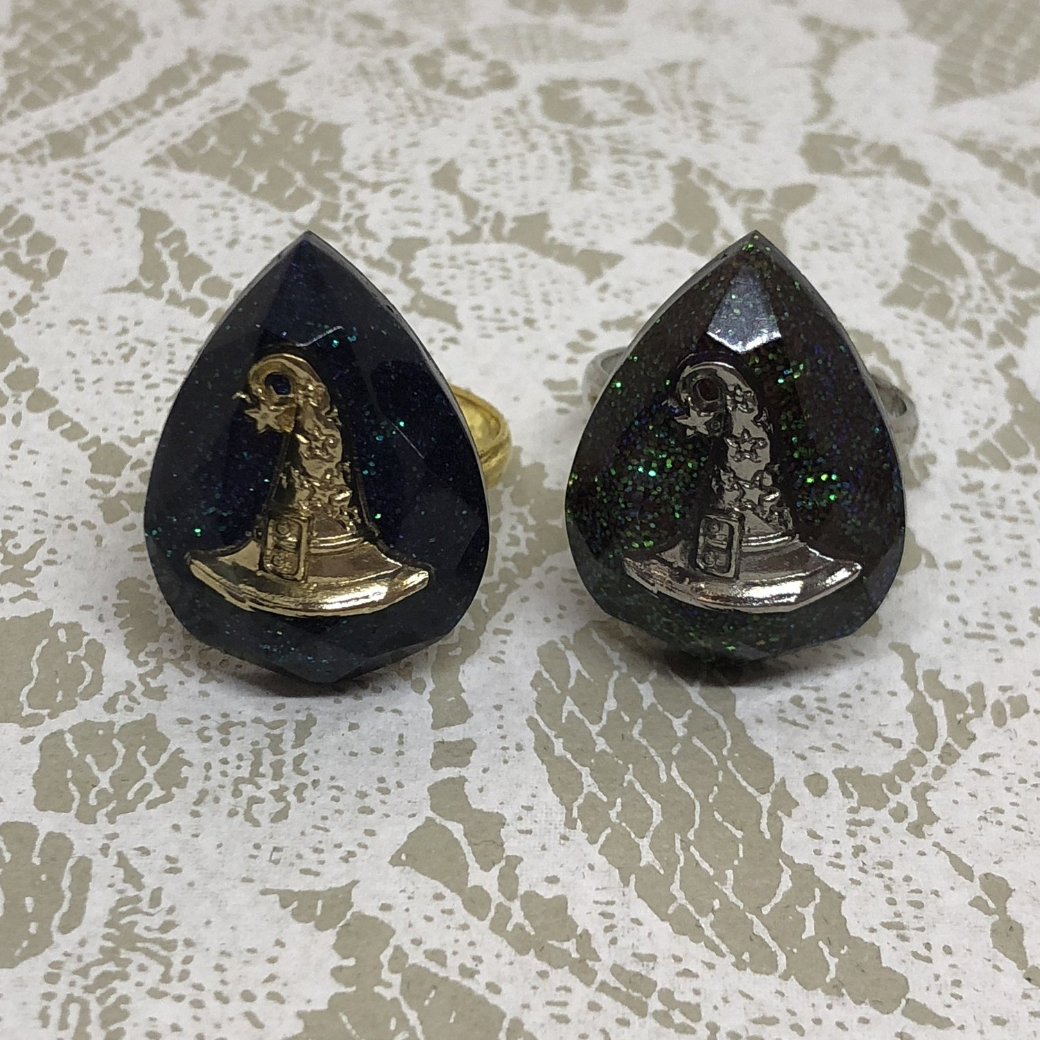 resin ring (witch hat)