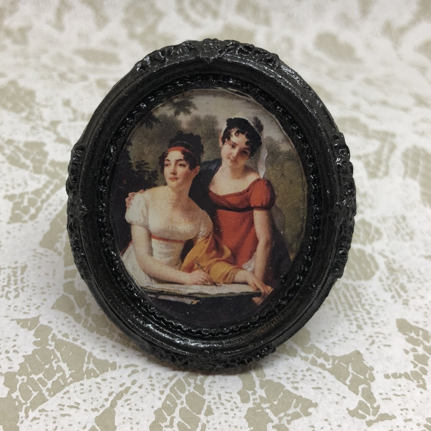 portrait frame brooch (regency ladies)