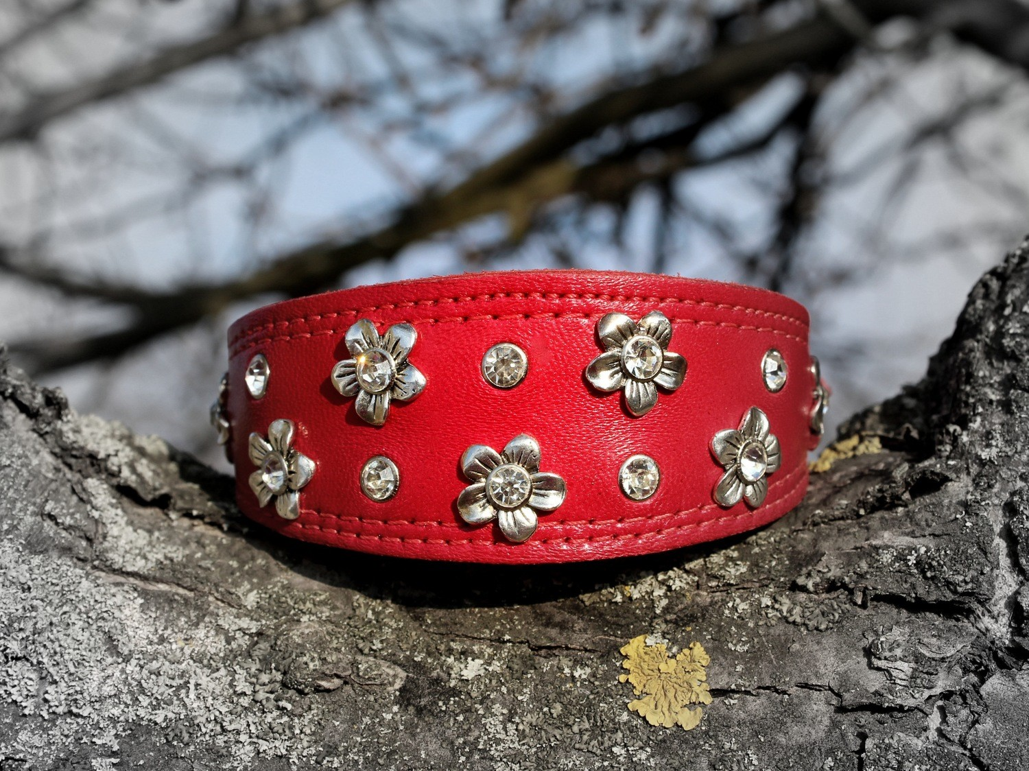 "Collar ""Little flowers"" red"