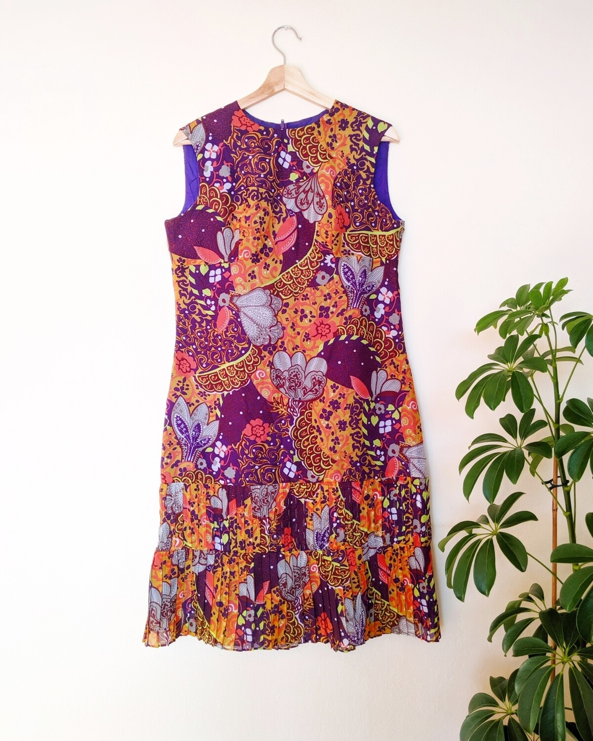 GROOVE IS IN THE HEART PSYCHEDELIC 60S DRESS