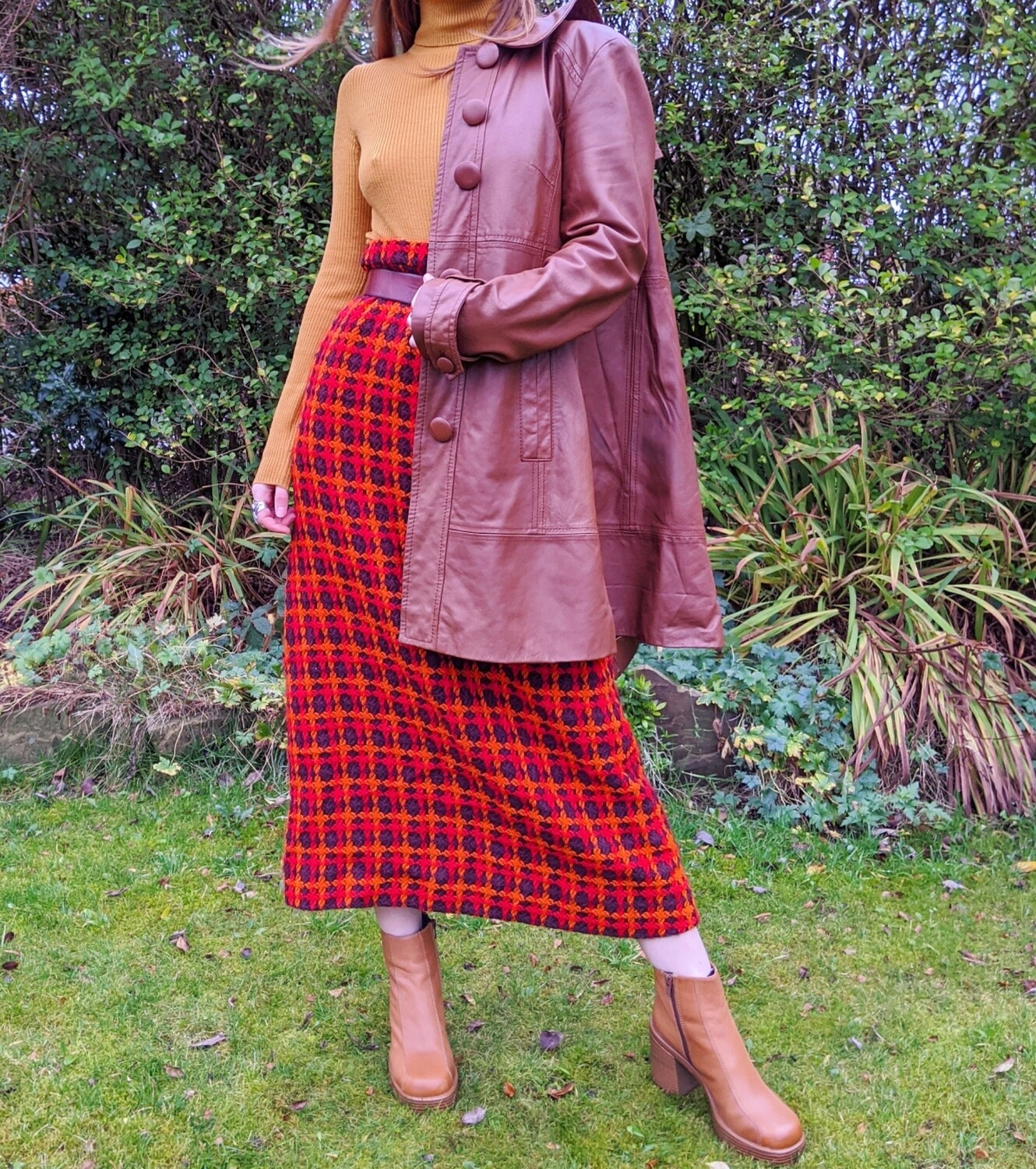 VINTAGE 1970'S BROWN & ORANGE KNIT SKIRT