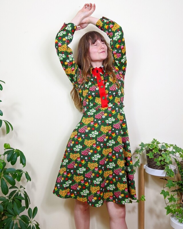 VINTAGE 1970S FLOWER POWER DRESS