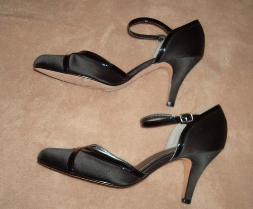 Kenneth Cole Women's Black Heels Shoes (Size 9 Medium) *Reduced* 02349