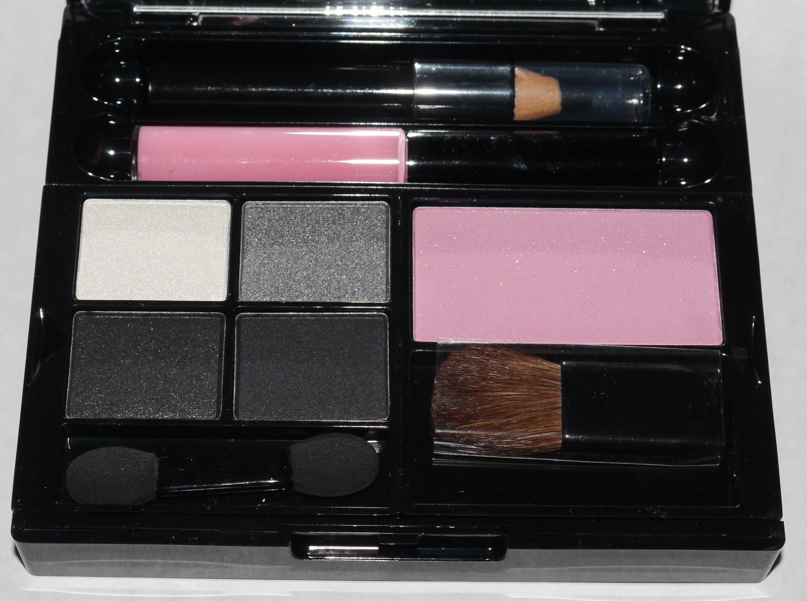 Maybelline New York Up In Smoke Makeup Palette Kit