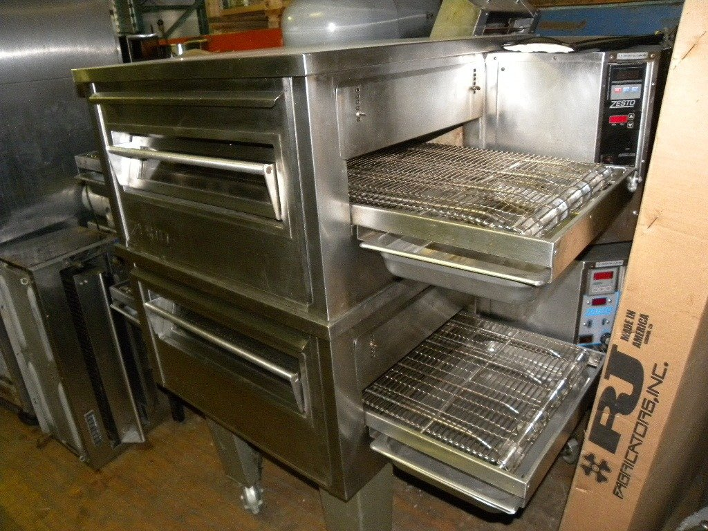 Zeso 18 inch gas conveyor pizza ovens, double stack, very clean
