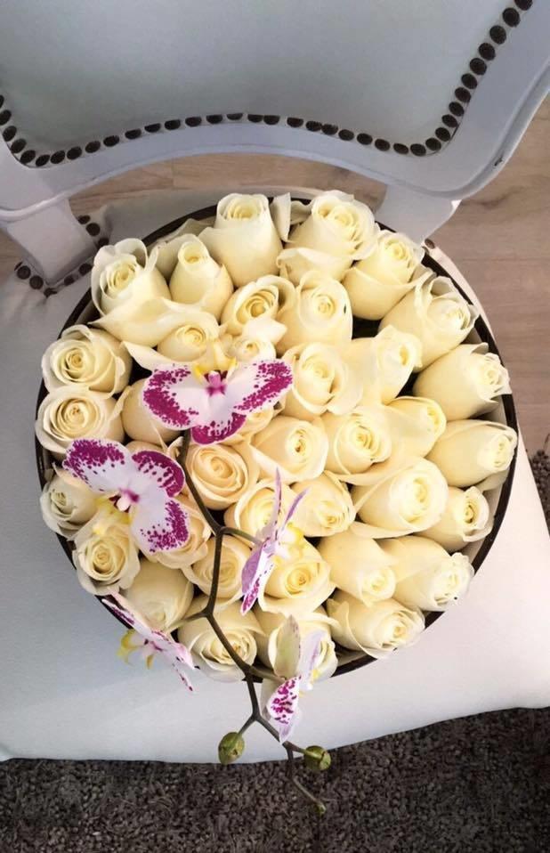 Round box rosas + orquídeas