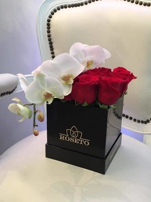Small square box rosas + orquídeas