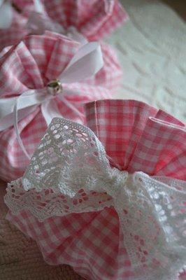 Bomboniera comunione o battesimo. Sacchetto porta confetti ,  in lino a quadretti vichy .