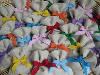 Bomboniera comunione, battesimo, cresima, laurea , matrimonio, festa di compleanno. Sacchetto porta confetti ,  in lino.