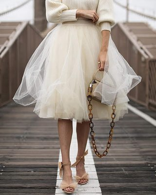 Gonna in tulle , Carrie.