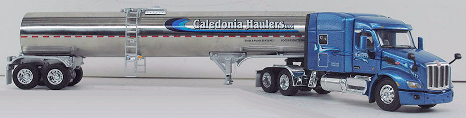 DCP 1:64 Model Peterbilt 579 w/sanitary Tanker DCP579