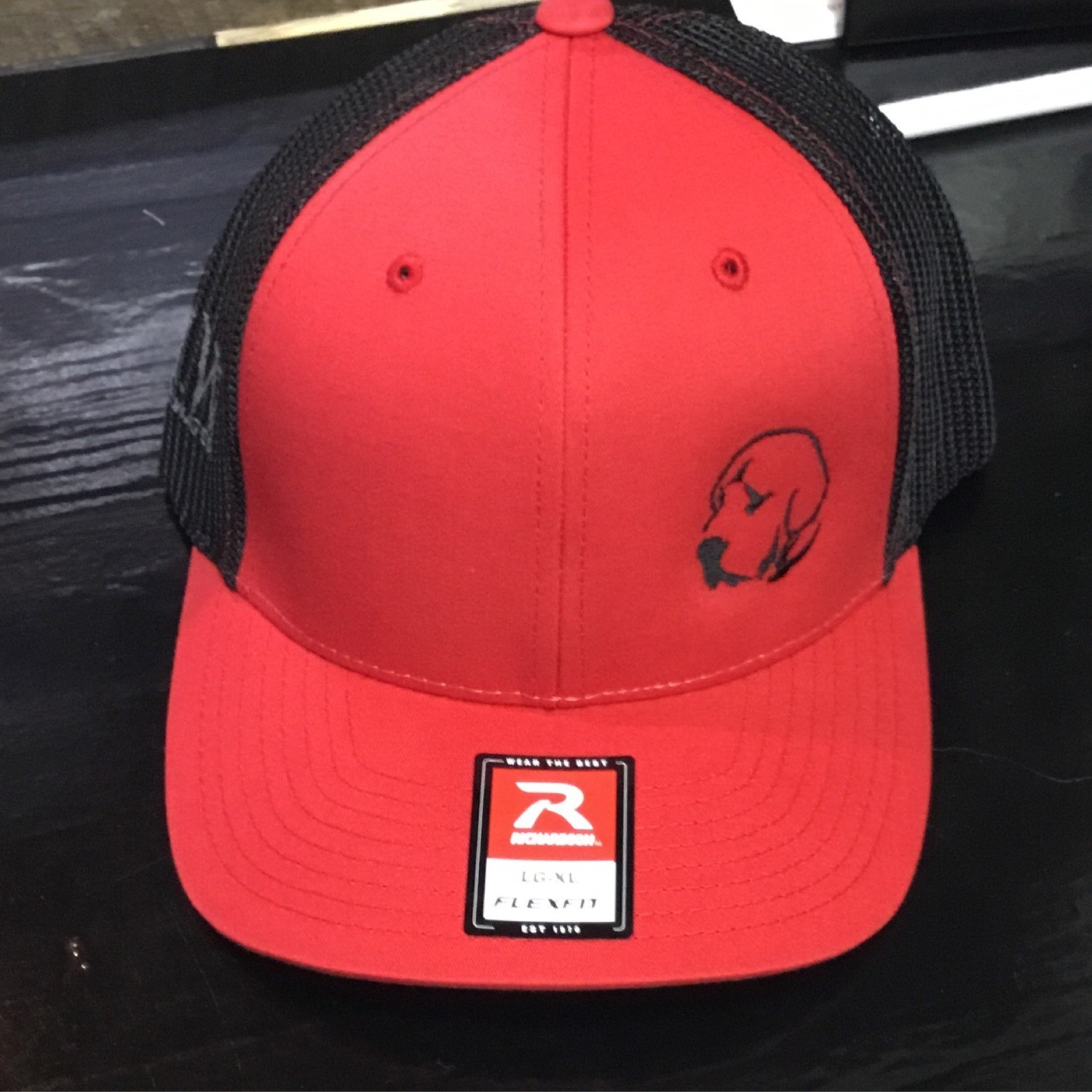 Small Lab Black/red  (Trucker)