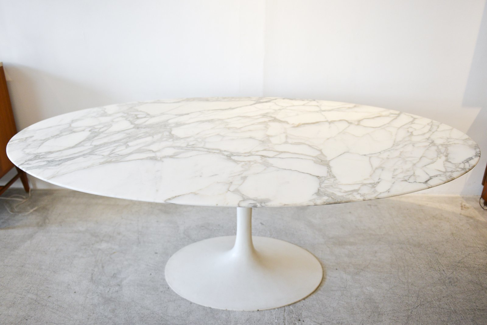 Vintage Eero Saarinen For Knoll Oval Marble Dining Table, Ca. 1960.  Stunning Table With Arabescato Marble, Satin Finish And Classic Vintage  Off White Oval ...