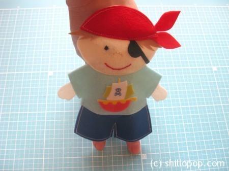 Пират - шагающая пальчиковая игрушка