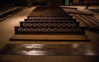 Антикварная лестница 1896 года. Косоуры, 12 ступеней, перила. Чугун.