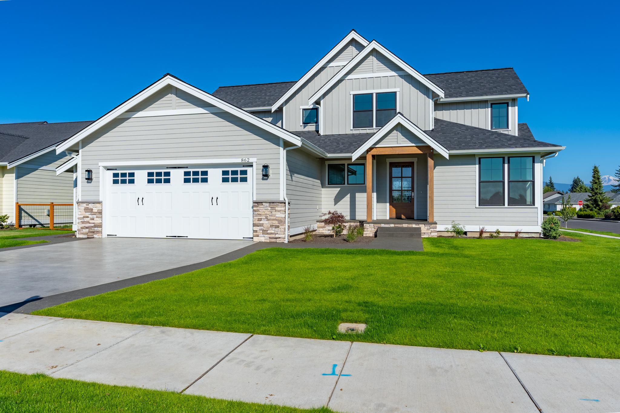 Contemporary Farmhouse 819 819