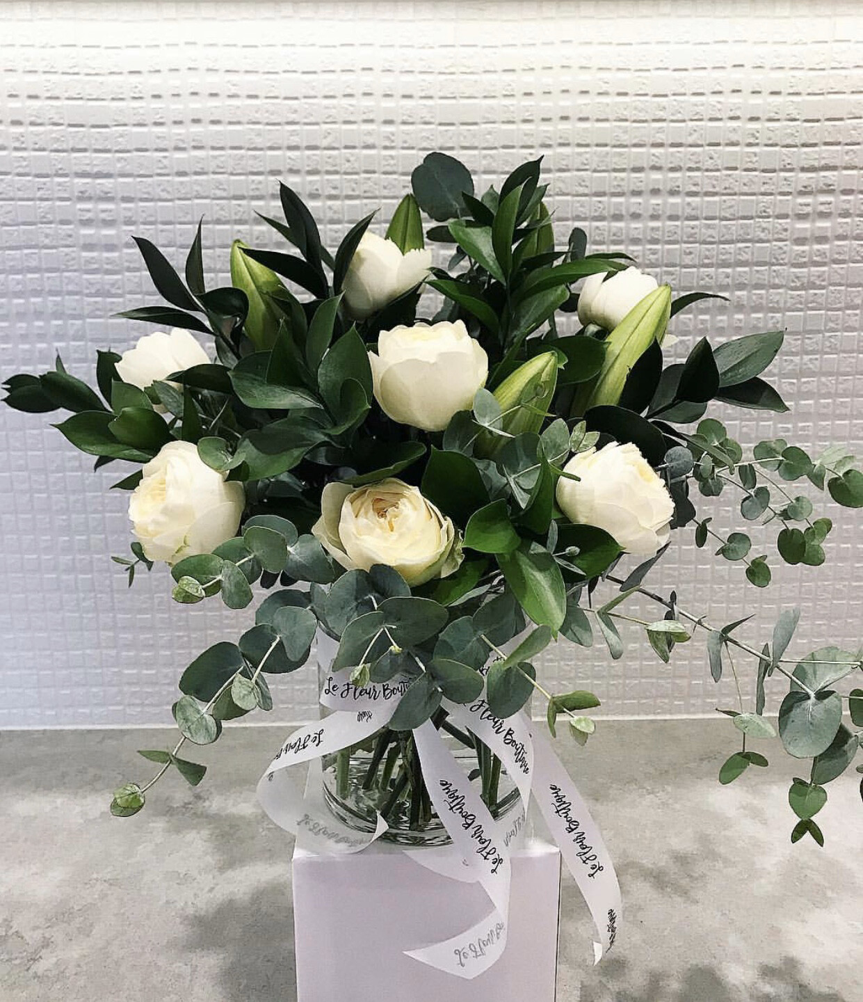White & Green Vase (Pre-Order only - Min 24hrs Notice)