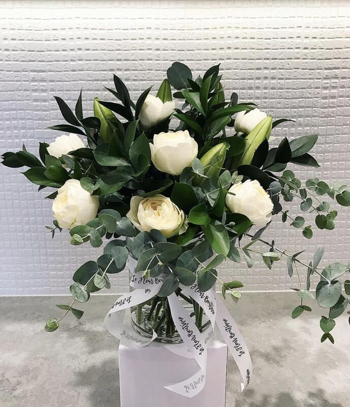 White & Green Vase (Pre-Order only - Min 24hrs Notice)