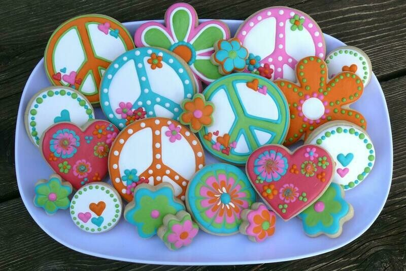 'Peace & Love' Decorating Workshop - FRIDAY, FEBRUARY 7th at 6:30 p.m. (THE COOKIE DECORATING STUDIO)