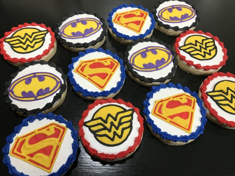 DC HEROES (1 DOZEN)