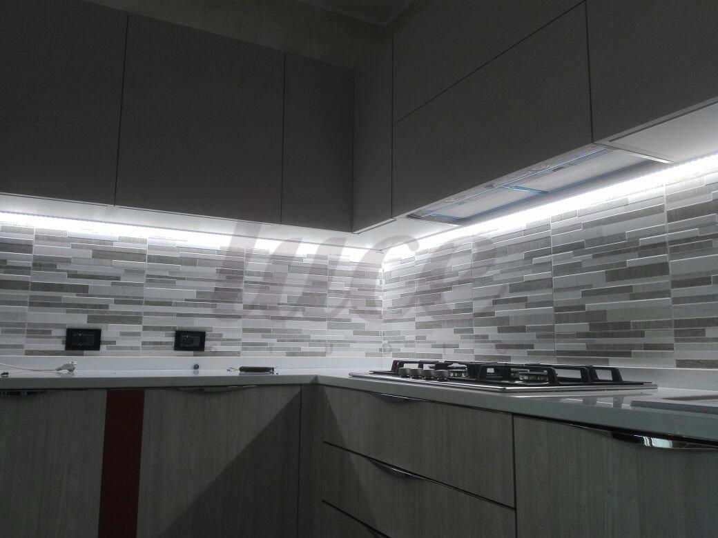 Lineare Led Sottopensile su misura - Luce al piano della tua cucina ...