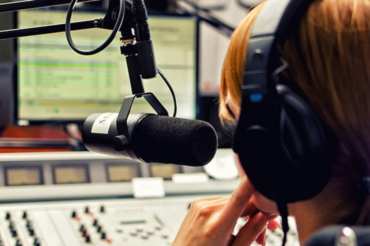 Voice your radio program/podcast intro and outro