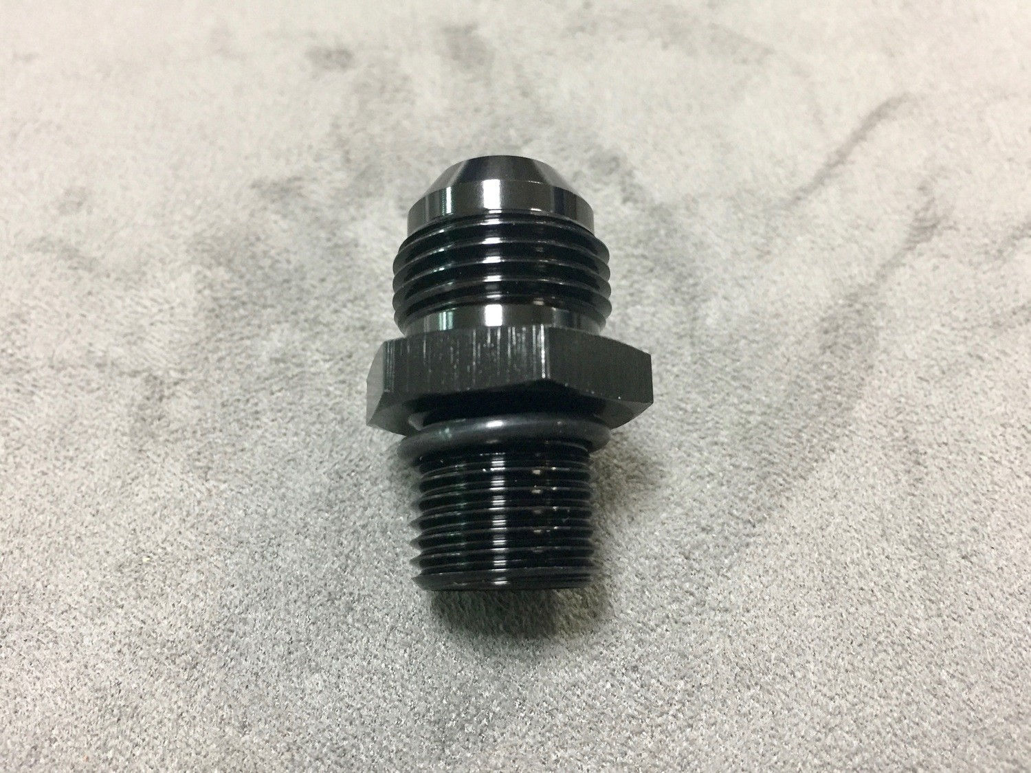 AN8 TO M16 X 1.5MM PORT ADAPTER IN BLACK WITH O-RING