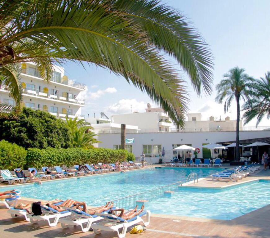 Jodie Brodie & friends mid summer Ibiza weekend ☀️🥂