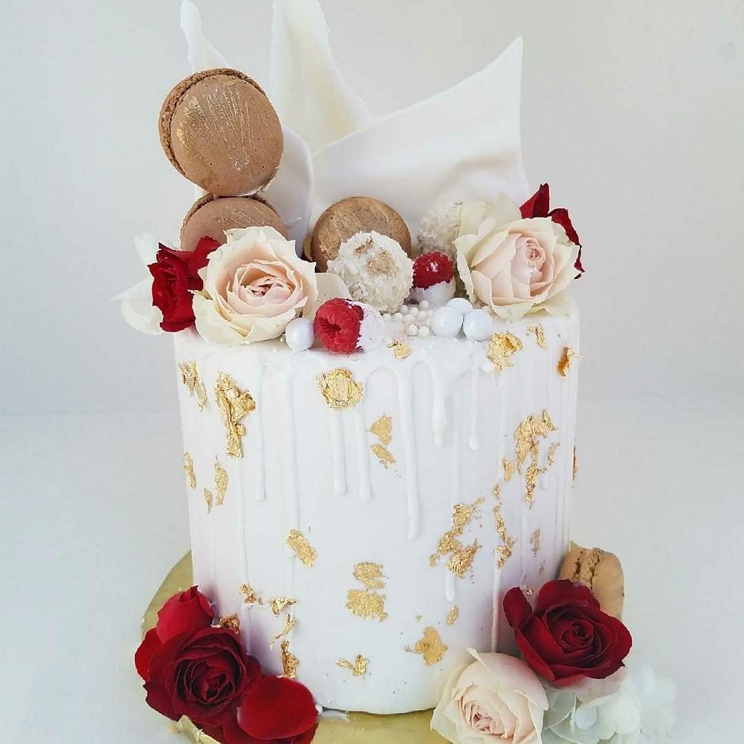 Venus Drip Cake