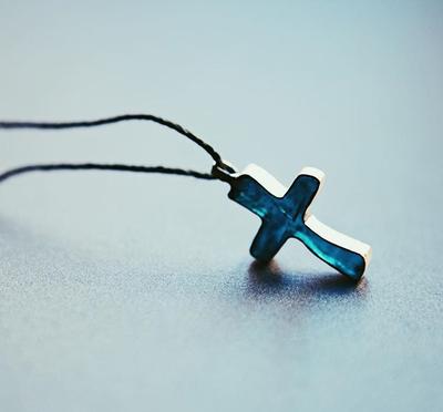 Крестик с эпоксидной смолой