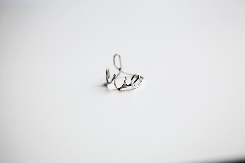 Серебряное кольцо l o v e