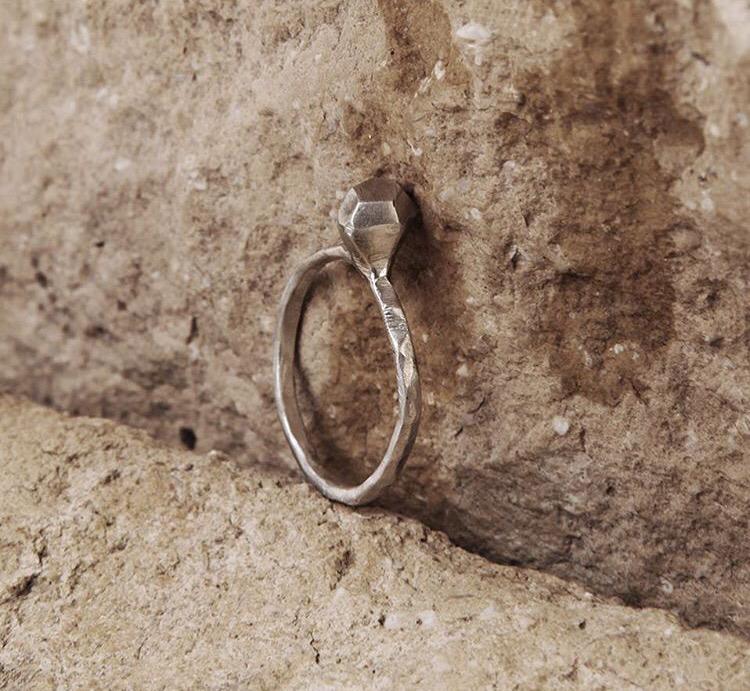 Серебряное кольцо с серебряным бриллиантом