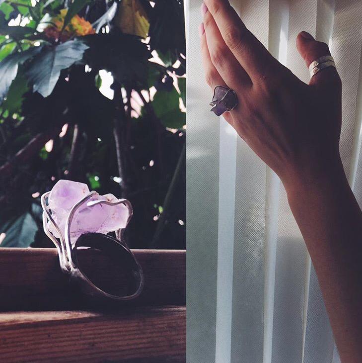 Серебряное кольцо с крупным кристаллом аметиста