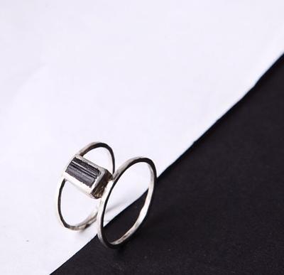 Серебряное двойное кольцо с камнем