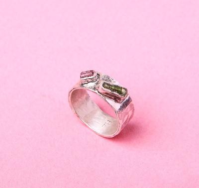 Серебряное широкое кольцо с двумя камнями