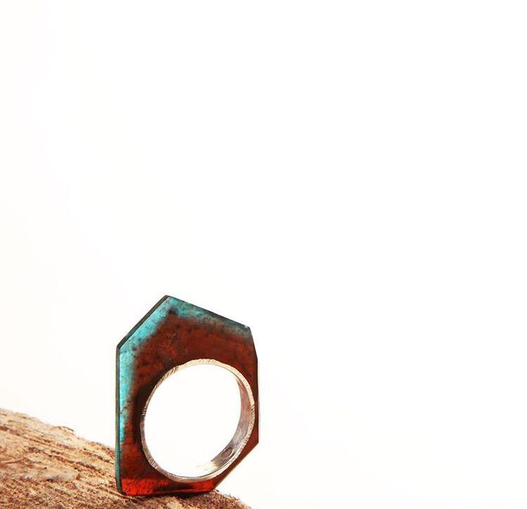 Серебряное кольцо с эпоксидной смолой