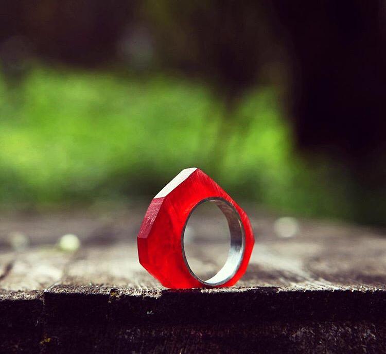 Геометричное серебряное кольцо с эпоксидной смолой