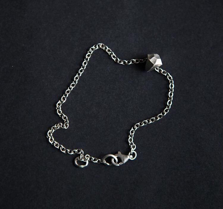Серебряный бриллиант на серебряной цепочке