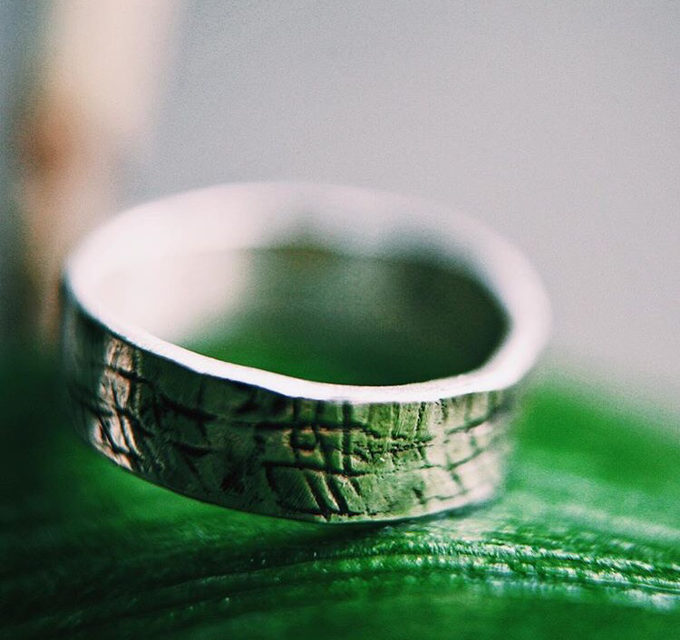 Серебряное фактурное широкое кольцо