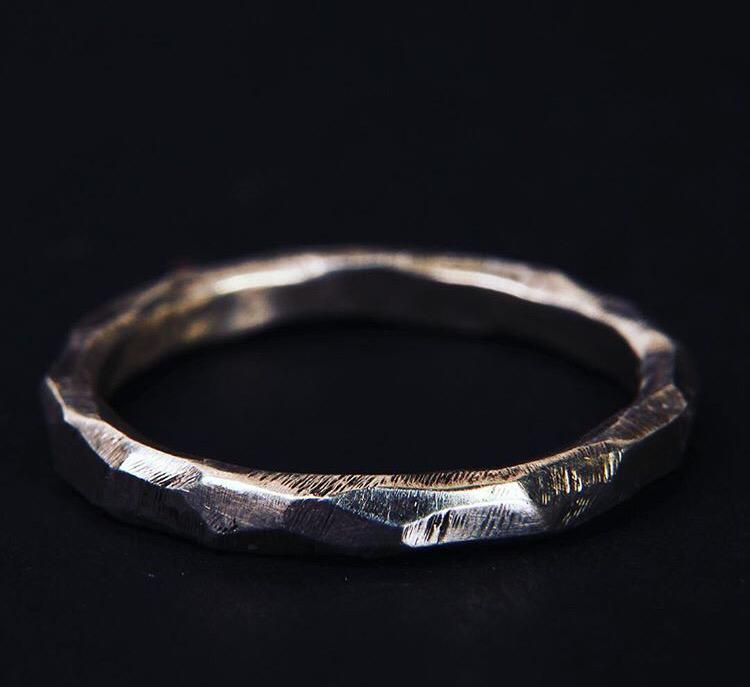 Серебряное гранённое кольцо
