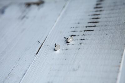 Серебряные глянцевые серьги-гвоздики