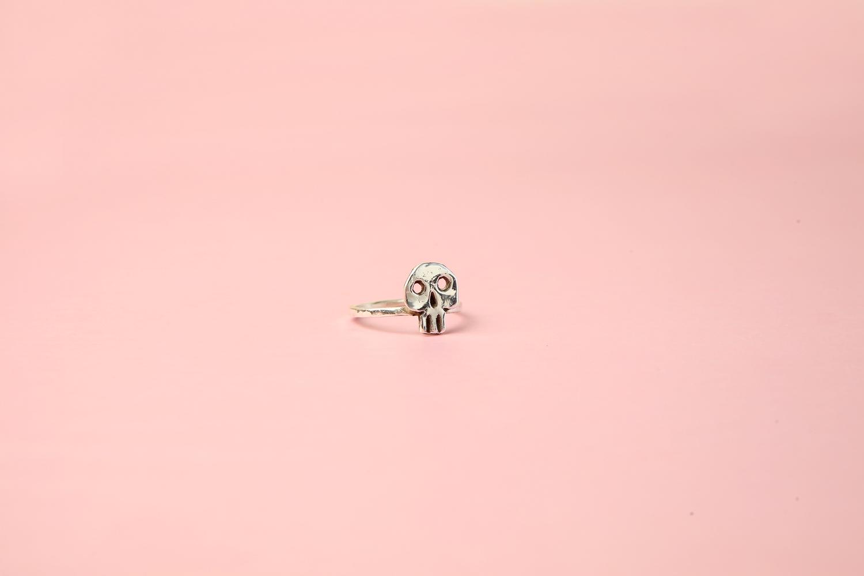 Кольцо с черепушкой