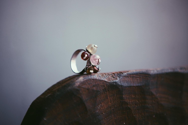 Серебряное кольцо со стеклянными шариками