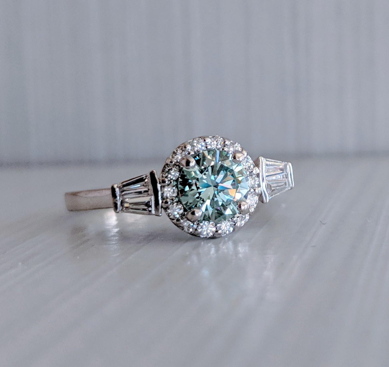 1.07 CT (0.74 center, fancy blue) Diamond Engagement Ring in 14k White Gold, Sz 7