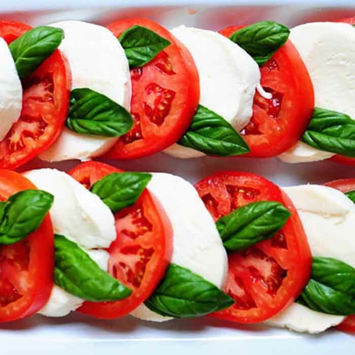 Mozzarella and Tomatoes with basil 00098